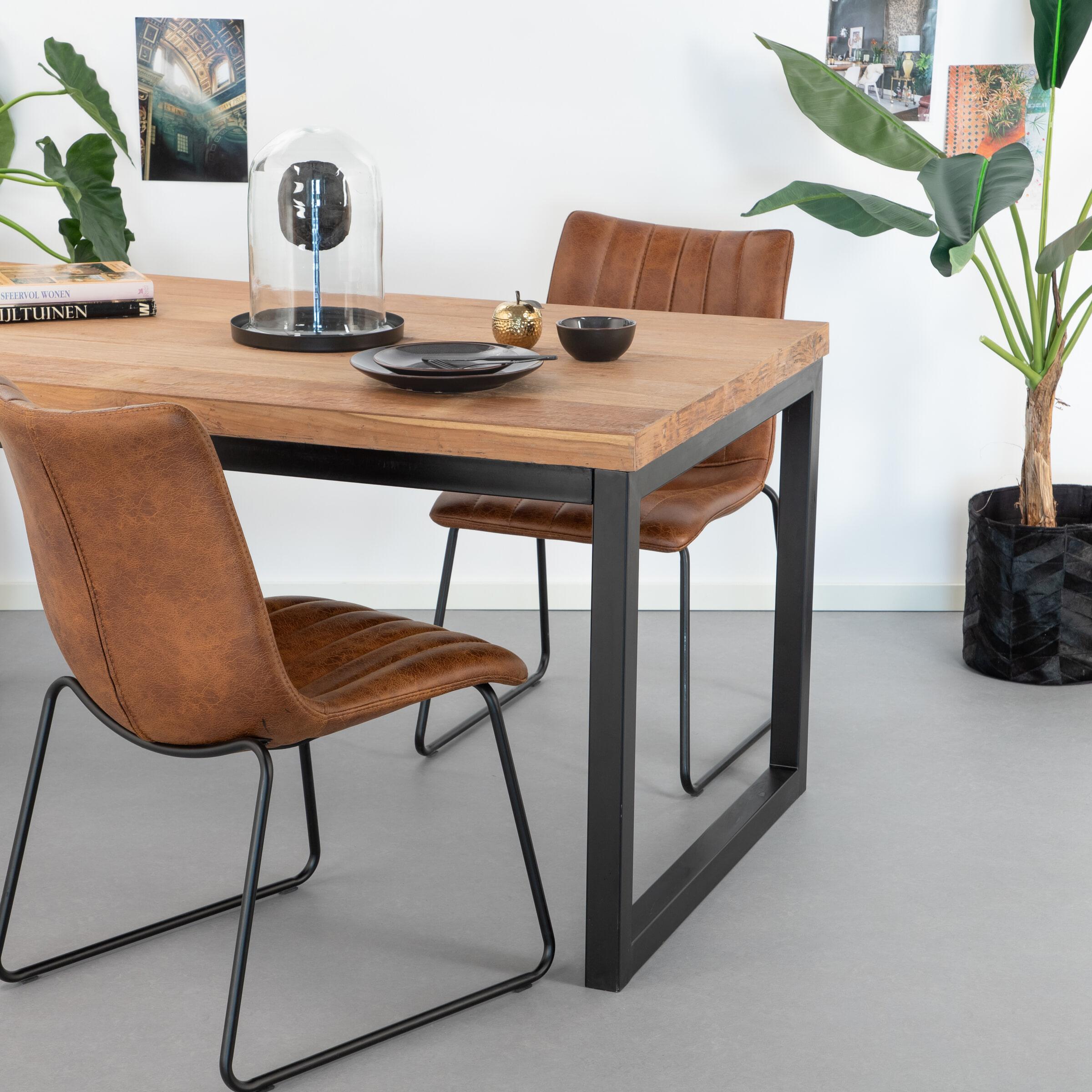SoHome Eettafel 'Osvald' teak, 240 x 100cm Tafelblad van gerecycled teakhout, onderstel van zwart metaal aanschaffen? Kijk hier!