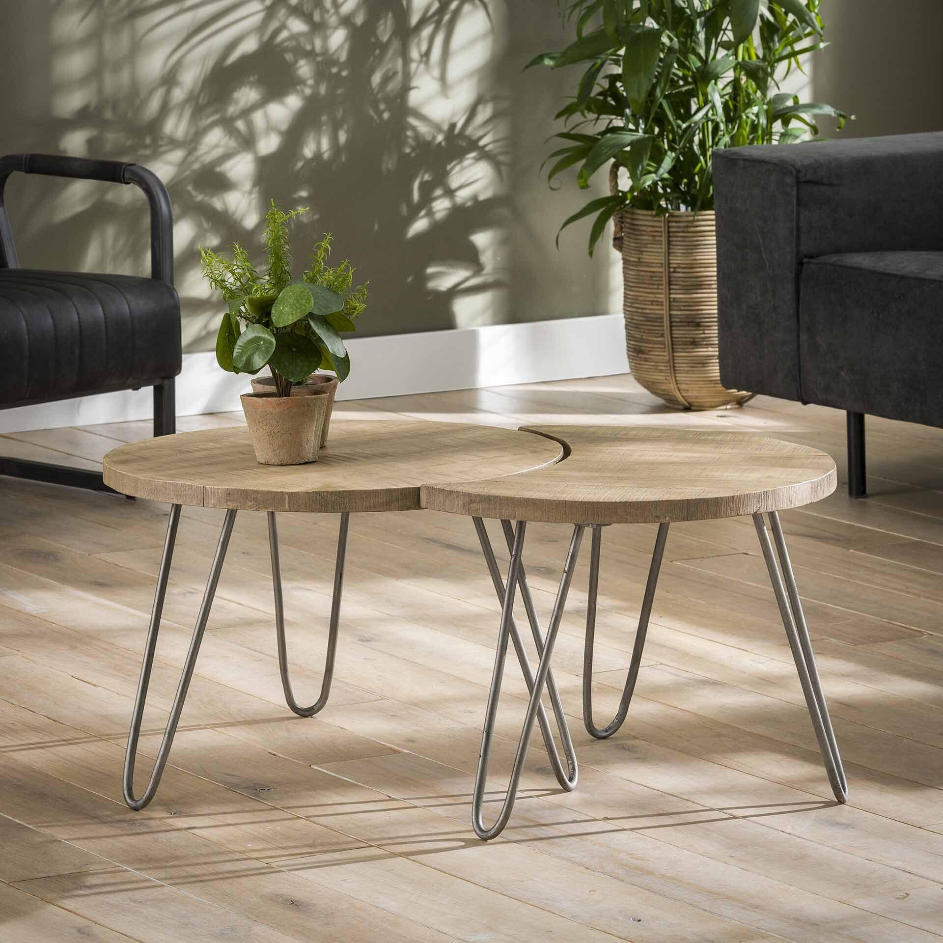 Op SlaapkamerComfort: Alles voor slapen is alles over meubelen te vinden: waaronder meubelpartner en specifiek Salontafel Livi set van 2 stuks, kleur naturel antiek