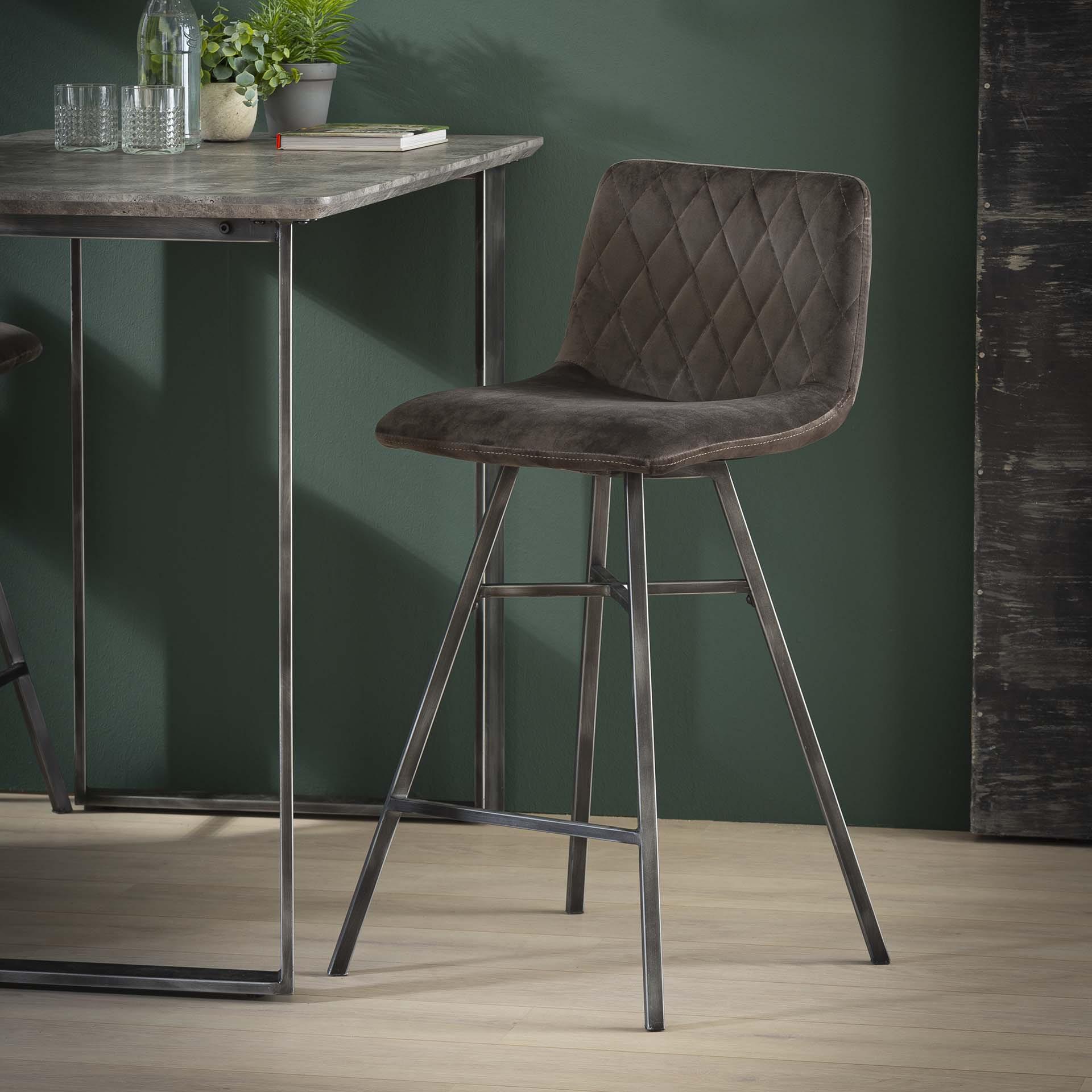 Barstoel 'Fedde' (zithoogte 68cm) kleur Antraciet Velours Zitmeubelen | Barkrukken & Barstoelen vergelijken doe je het voordeligst hier bij Meubelpartner