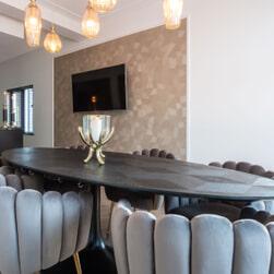 Richmond Ovale Eettafel 'Blax' 230 x 100cm, Eikenhout en staal