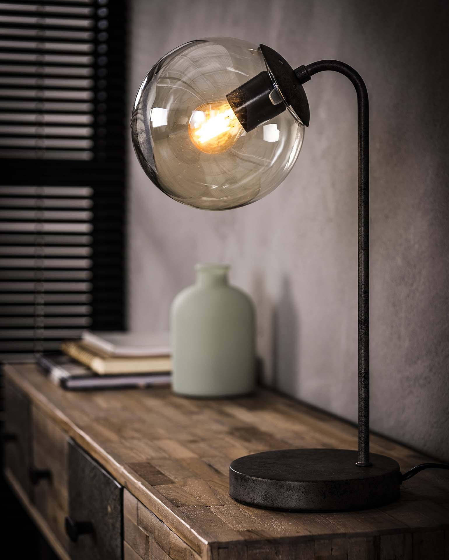 Tafellamp Kemal met glazen bol | Meubelpartner