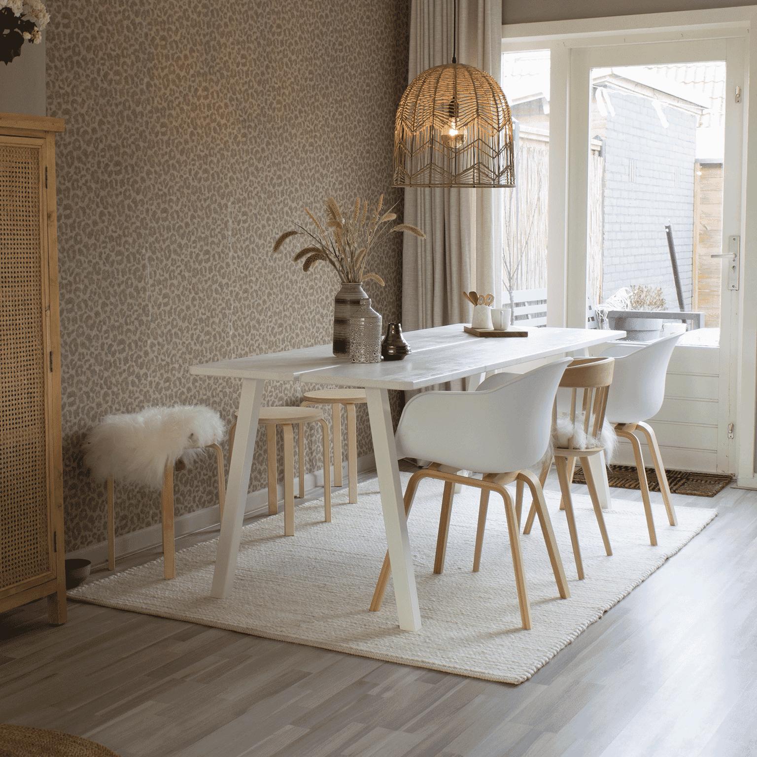 WOOOD Eettafel 'Triomf' 210 x 77cm, kleur Wit Metalen poten met massief blad in kleur wit gelakt, RAL 9010 aanschaffen? Kijk hier!
